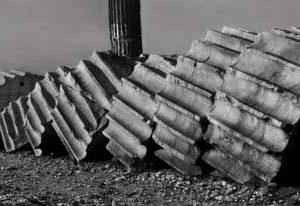 @ Josef Koudelka, Temple de Zeus Olympien. Athènes, 1994.