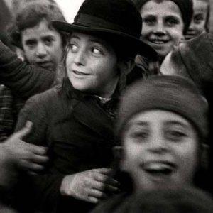 Roman Vishniac, [Jewish schoolchildren, Mukacevo], ca. 1935–38.