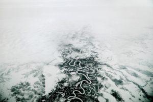 Perdue au milieu de la toundra à 400km au nord du cercle polaire, Norilsk n'a pas de liaisons terrestres avec le reste du monde. Cependant, les voies fluviales, maritimes et aériennes permettent à la vie d'être rattachée au reste de la Russie : 'le continent'. Norilsk est reliée par la route et le train à la ville portuaire de Doudinka, un peu plus au nord. Doudinka ouvre ensuite sur les routes maritimes de Mourmousk et Arkhangelsk, permettant un contact avec la civilisation.  De plus, en été, de juin à septembre, le fleuve Ienisseï est navigable et permet de relier en bateau Norilsk à Krasnoïarsk, plus au sud. Au temps de Staline, la route périlleuse menant au Goulag de Norilsk était surnommée la route de la mort, tant le voyage pour atteindre la ville du nord était difficile.