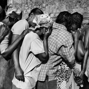 Port-au-Prince, January 2010. Earthquake survivors stand in line waiting for the food distribution, Riccardo Venturi