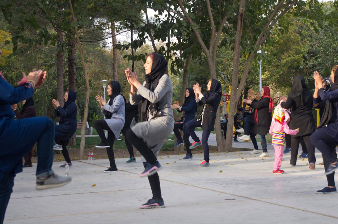 women and sport in photo essay by andrea giubelli tehran 2016 women are doing exercises in the park
