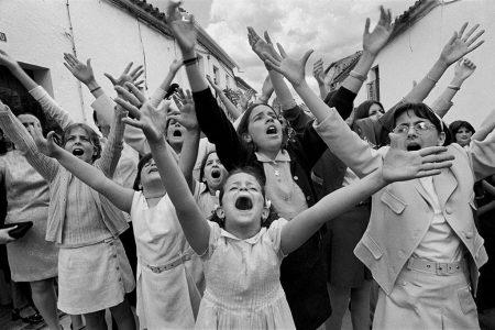 © Cristina Garcia Rodero / Magnum Photos / Contacto – Cruz de mayo Berrocal Huelva 1998