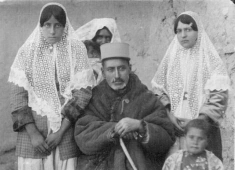 "From ""AkkasKhane Ziba"" series. Personal Archive of Elahe Abdolahabadi."