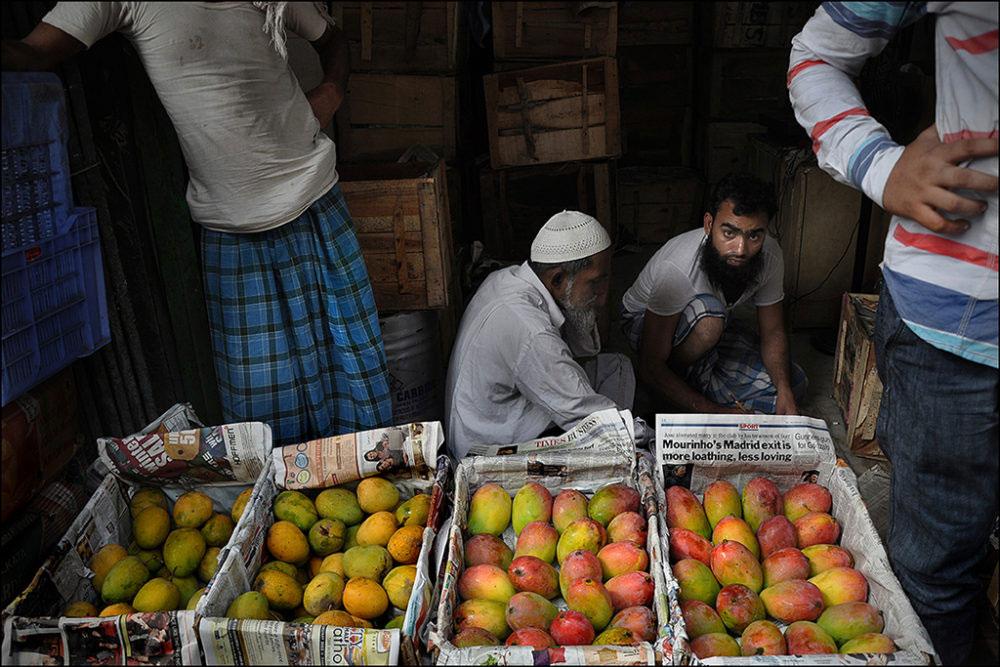 April-May 2015, Kolkata : Display for sale: Himsagar and Gulabkhas. The two varieties that hit the market early summer.