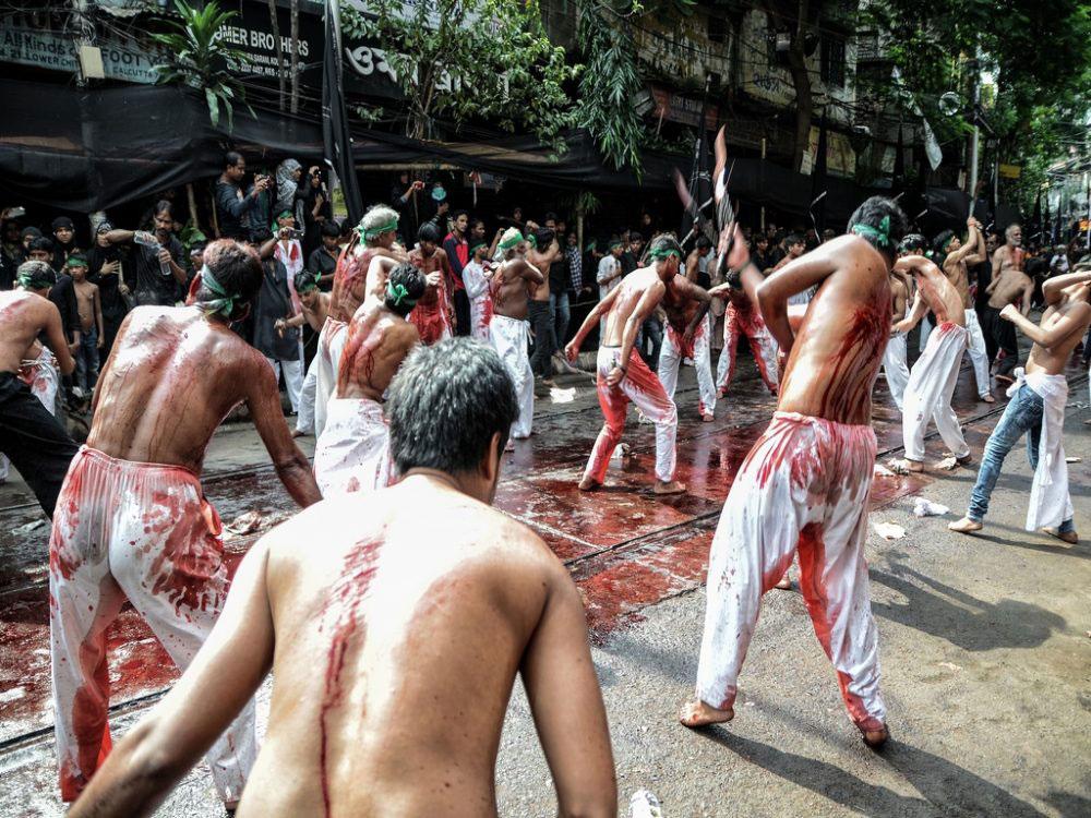 The Act of Mourning - Zanjeer-zani (beating oneself with chains); Kolkata, India - Oct 2016